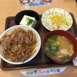 夏バテ防止にすき家の牛丼などを食べました。